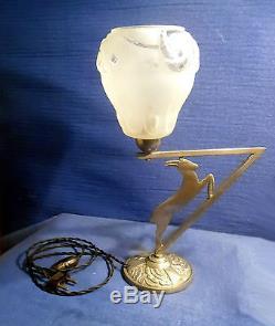 Ancienne Lampe Art Deco Laiton Nickelé, Décor Chamois Cubiste Et Tulipe Verre