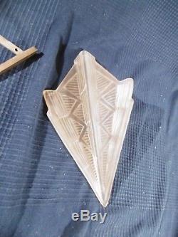 Applique art nouveau art deco en verre presse moule et bronze ancien non signee