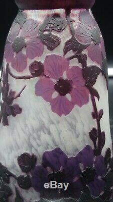 Authentique lampe avec tulipe en pâte de verre multicouche signé Muller Frères