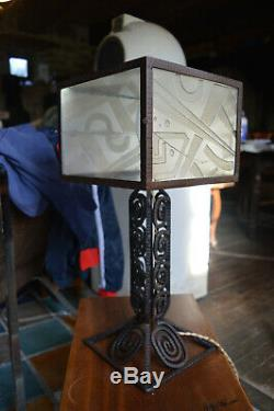 Belle Lampe en Fer Forgé de Style Art Déco Verres Dépolis Epoque 1930