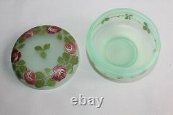 Bonbonnière Art Déco en verre Ouraline émaillé de roses H 7 cm diamètre 9.5 cm