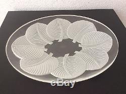 Coupe en verre moulé pressé satiné à décor végétal signé Verlys France Art Déco