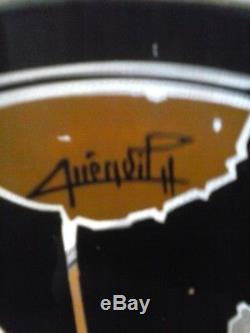 Coupe sur pied signée QUENVIT en verre peint. Art déco. Décor3 têtes de chat