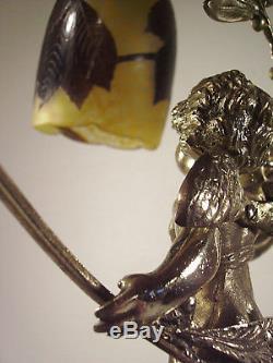 DELATTE NANCY Lampe aux marronniers en bronze et tulipe en verre gravé 1920
