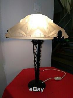 Des Hanots Lampe de table signée verre moulé fer forgé Muller schneider