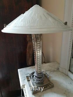 Elégante lampe Art Deco verre signé Muller Frères Luneville French verrier