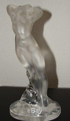 Femme nue signée Lalique France verre