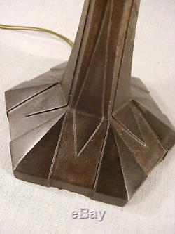 Genet et Michon Lampe art déco en étoile métal et tulipe en verre pressé 1925