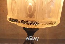 Hettier Vincent France lampe fer forgé et pate de verre art déco