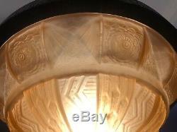 Joli Lustre Art Deco Fer Forgé et vasque verre moulé rose signé Muller Frères