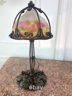 Lampe En Fer Forgé En Forme De Champignon Avec Dôme En Pte De Verre Circa 1930
