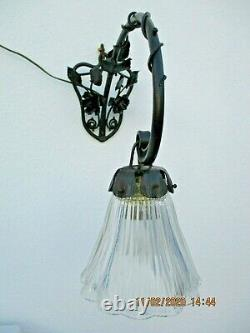 Lampe tulipe applique Art Deco fer forge verre asteroid style daum majorelle