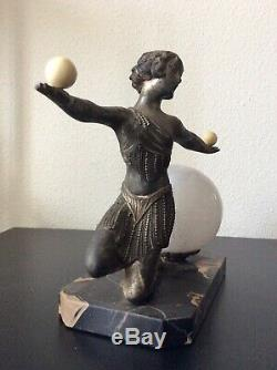 Lampe veilleuse Danseuse en régule argenté et verre moucheté Art Déco