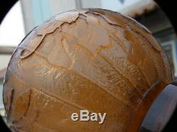 Le Verre Francais Charder Interessant Vase Boule Art Deco Taillé Meulé Martelé