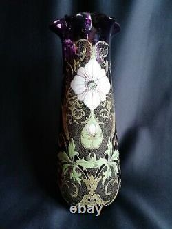 Legras Vase en verre améthyste soufflé émaillé et doré Décor floral Art déco