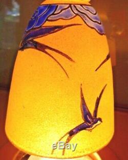 Leune Auguste Heiligenstein 3 tulipes verre émaillé décor d'hirondelles, daum