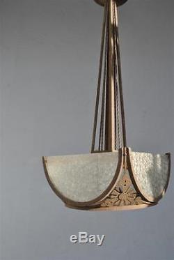 Lustre de style Art déco 1930 fer forgé à plaque de verre martelé