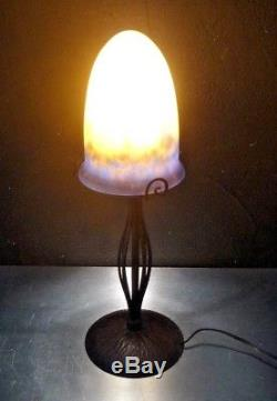 MULLER FRERES LUNEVILLE et HENRI FOUNET Lampe fer forgé et pâte de verre
