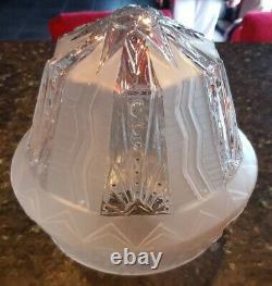 Obus globe époque Art Deco en verre moulé Muller Frères Luneville