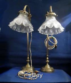 PAIRE DE LAMPES ETUDIANT MONTE et BAISSE EN BRONZE ET TULIPES VERRE HOLOPHANE