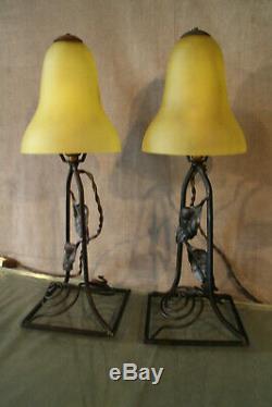Paire de lampes début 20e monture fer forgé tulipe pâte de verre Art déco