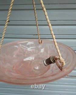 Plafonnier / lustre Art nouveau en verre moulé pressé en état de marche Degué
