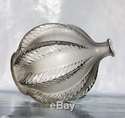 René LALIQUE Vase MALINES VASE en Verre blanc moulé pressé Satiné Art Déco