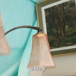 Suspension lustre Art Deco années 1930 4 feux tulipes verre moulé rose fer forgé