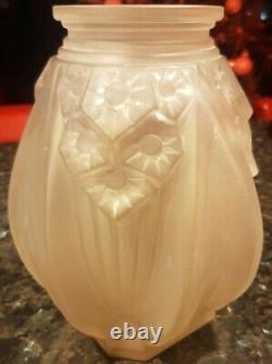 Vase d'époque Art Deco en verre moulé signé Muller Frères Luneville (18)