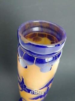 Vase en pâte de verre décor émaillé signé le Verre Français XXème H 31 cm